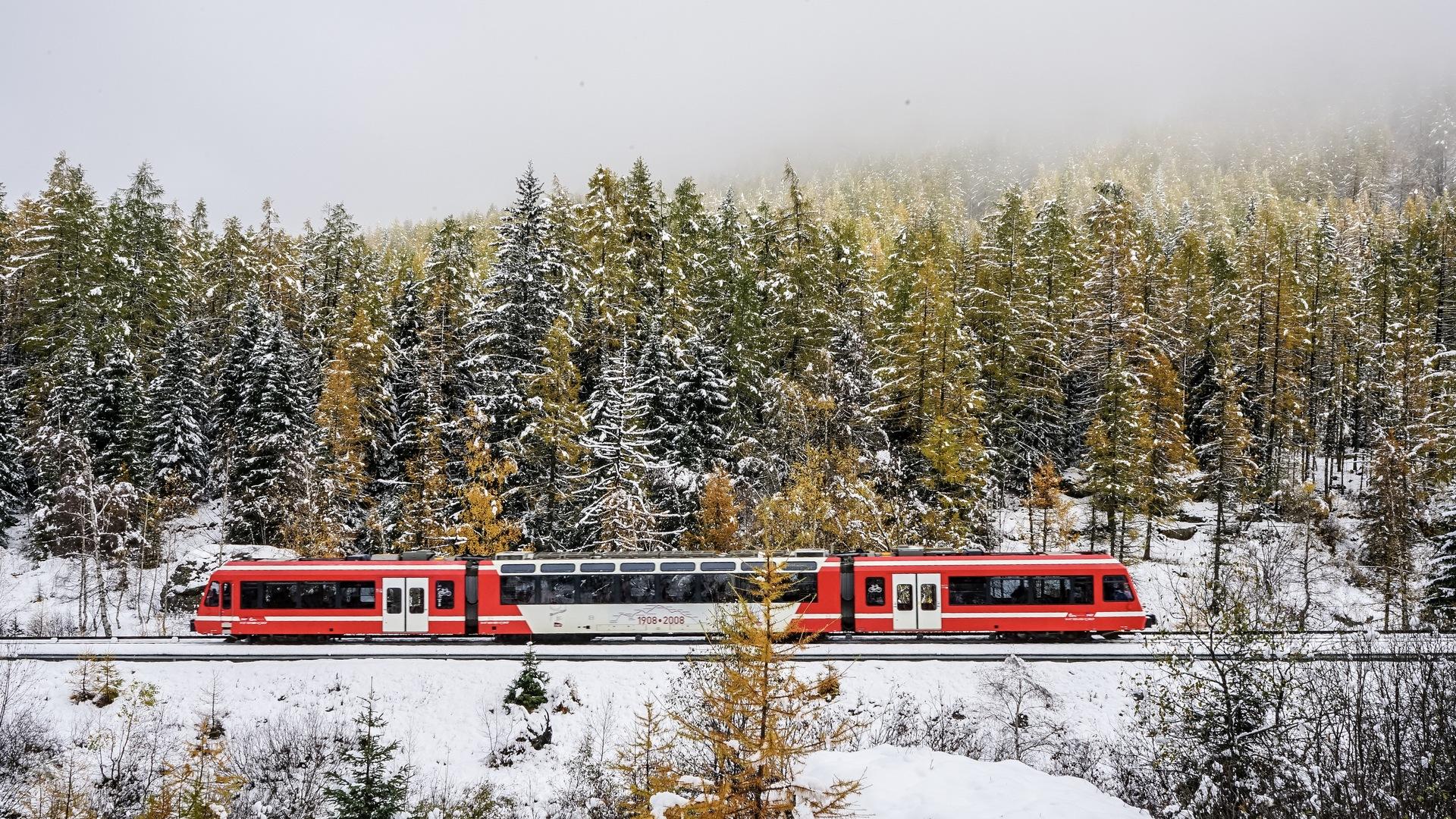 Vallorcine-Train SNCF en hiver