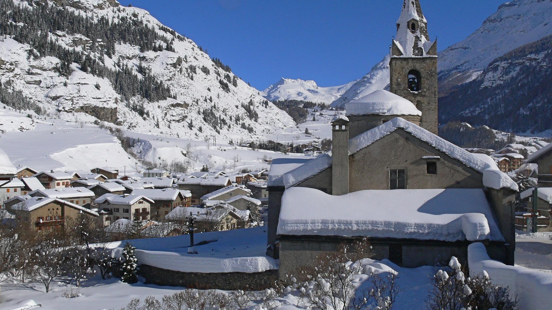 Hiver Val Cenis Lanslevillard, village