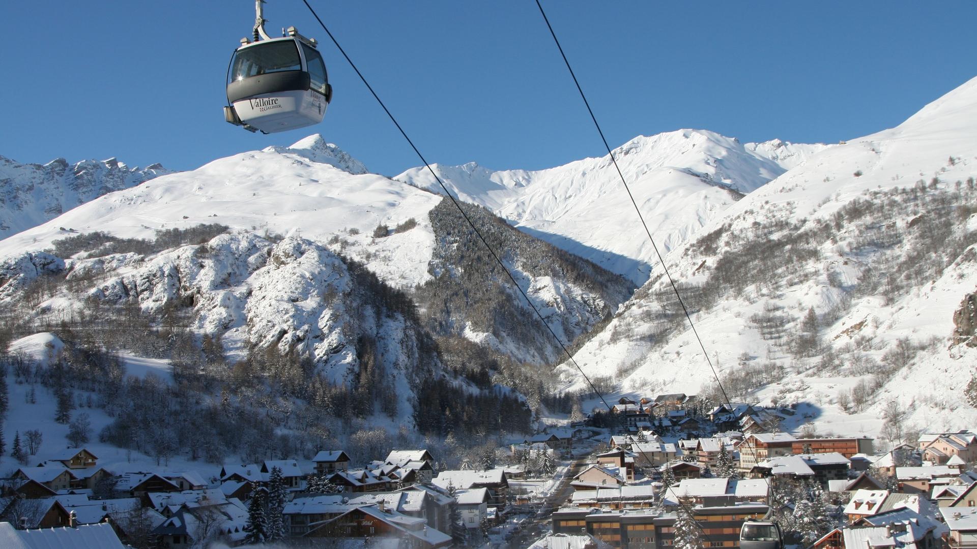 Valloire - Le Village en hiver