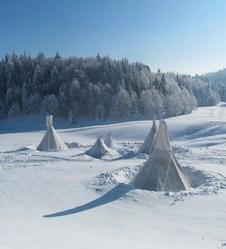 Multi-activités neige autour d'un tipi à La Feclaz