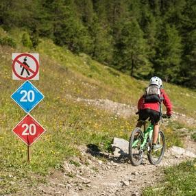 Déval'Kar - VTT DH Rouge - Bikepark des Karellis