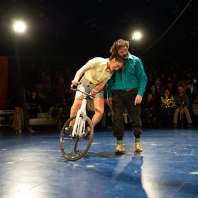 Fanfare cirque : (V)îvre