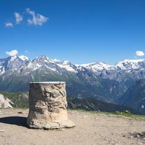 Vertiginous hiking - French Alps - Savoie Mont Blanc