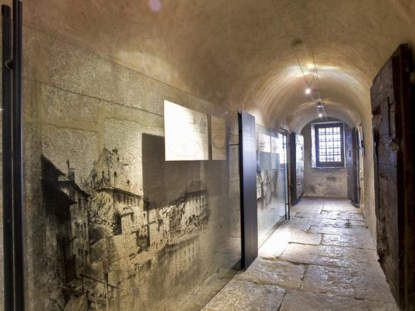 Annecy, Palais de l'Ile, couloir des cachots