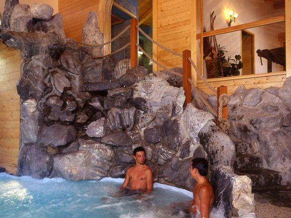 jacuzzi piscine neige et roc
