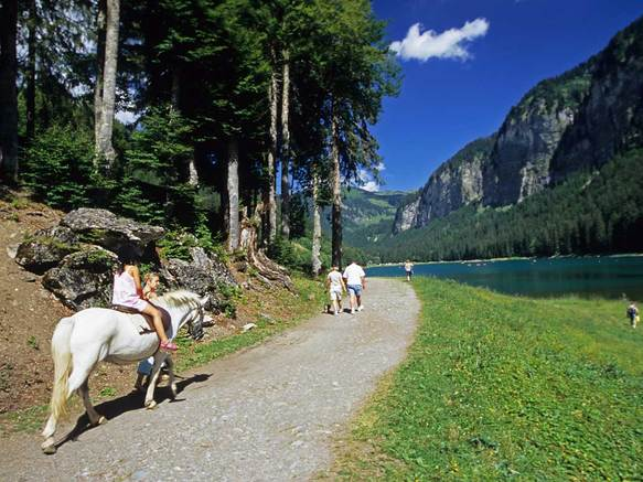 Balade en poney au Lac de Montriond