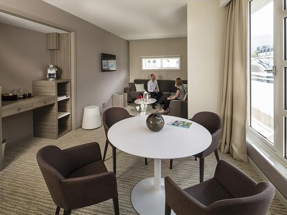 Aix-les-Bains Riviera des Alpes - Hotel 4* - Table de la suite
