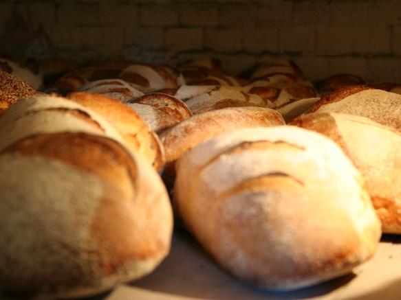 Cuisson de pain au feu de bois