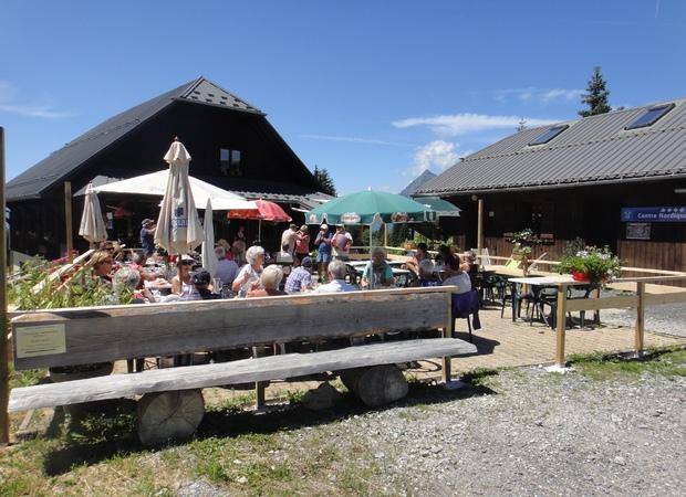 Restaurant La Tanière en été