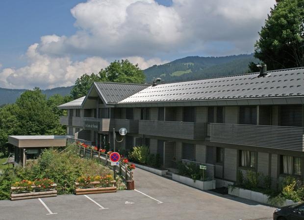 Facade hotel ecologique La Croix de Savoie
