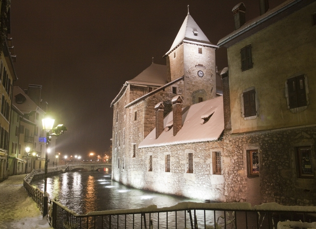 Le Palais de l'Ile à Annecy, en hiver