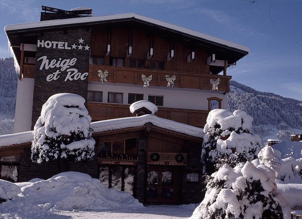 Façade hôtel hiver