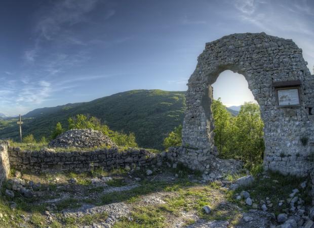Ruines de Chavanne, Val-de-Fier