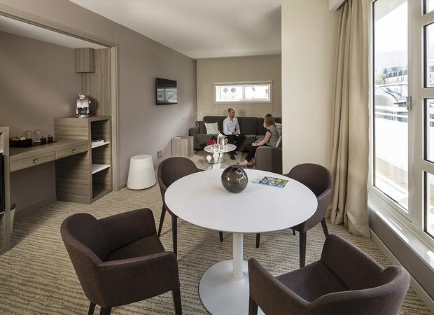 hotel-4etoiles-aixlesbainsrivieradesalpes-goldentulip-suite