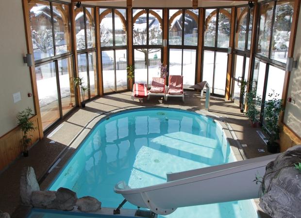 piscine intérieure neige et roc