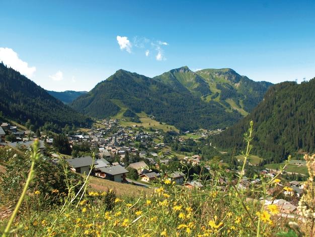 Panorama sur le village de Châtel