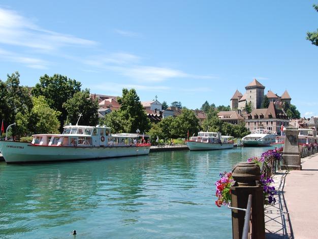 Bateau et Vieille ville d'Annecy
