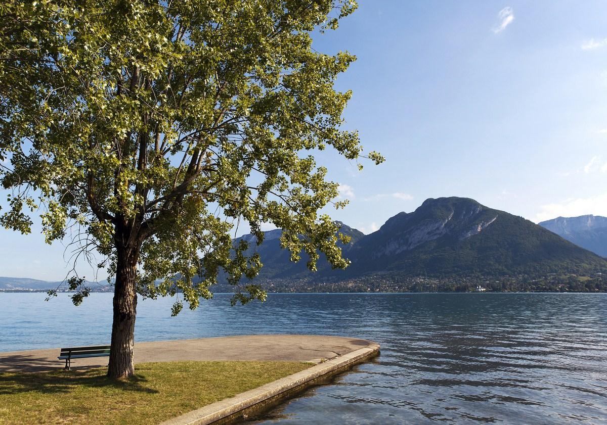 Lac d 39 annecy savoie mont blanc savoie et haute savoie for Bureau plus annecy