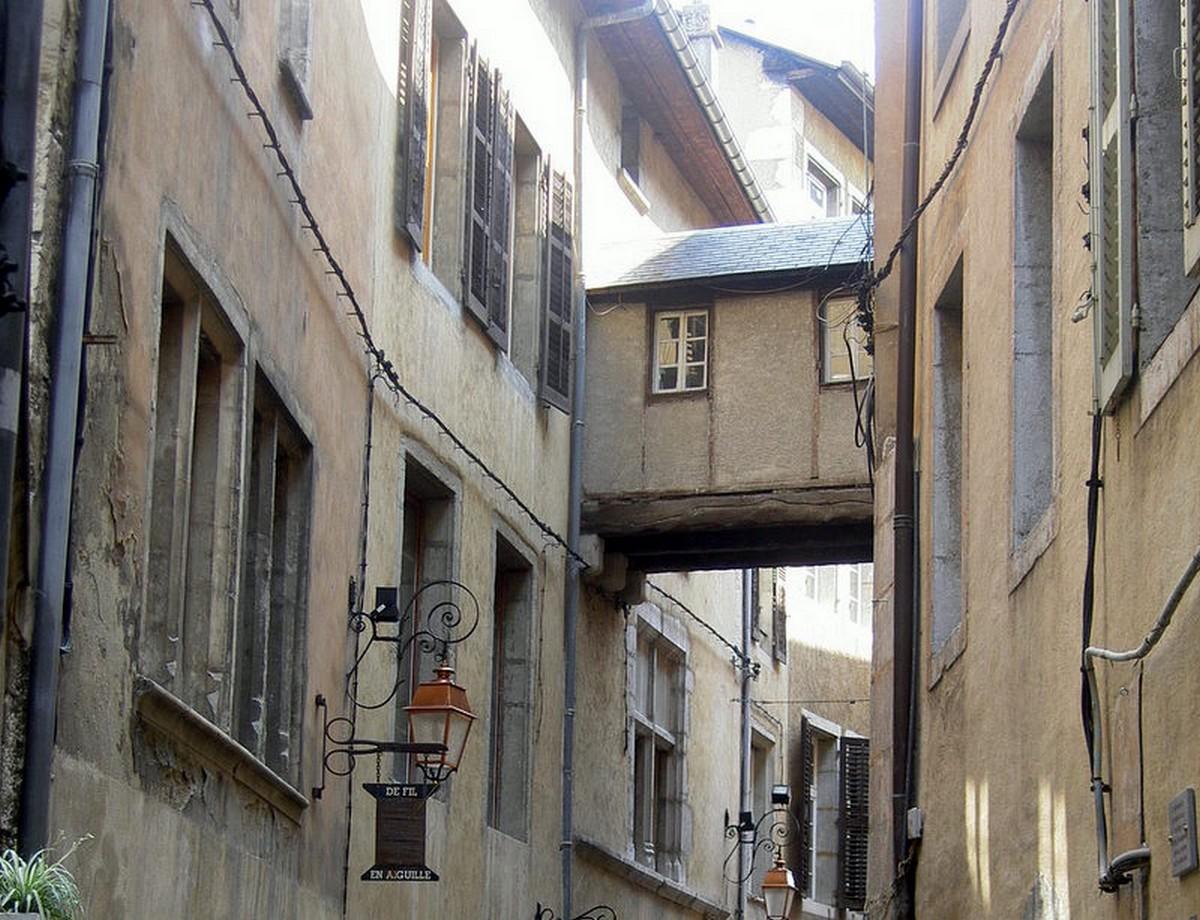 Centre historique savoie mont blanc savoie et haute for Piscine de chambery