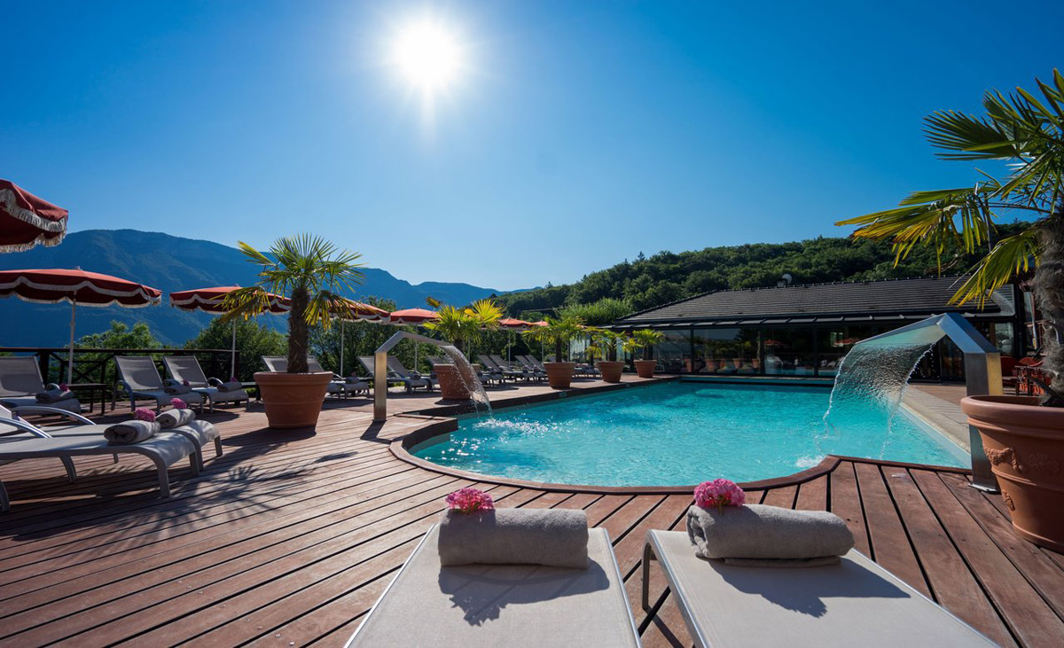 Les tr soms lake and spa resort savoie mont blanc for Hotel annecy piscine