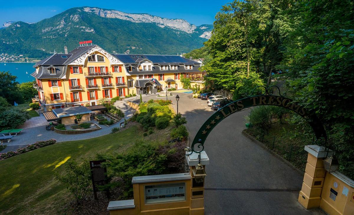 les tr soms lake and spa resort savoie mont blanc savoie et haute savoie alpes. Black Bedroom Furniture Sets. Home Design Ideas